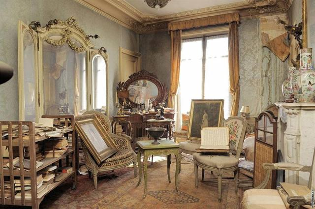 cool-apartment-abandoned-old-empty